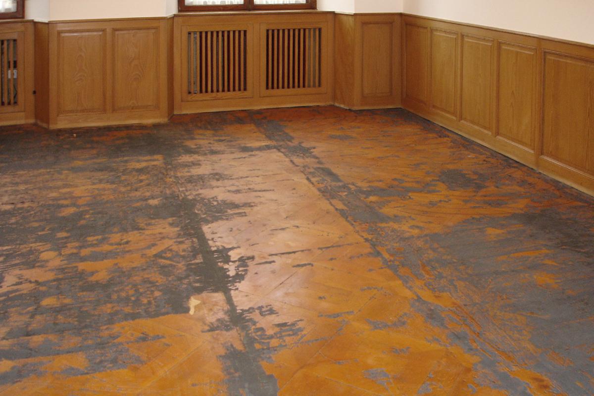 teppich auf parkett finest kleine einrichten schebenbild kleines doppelbett teppich helles. Black Bedroom Furniture Sets. Home Design Ideas